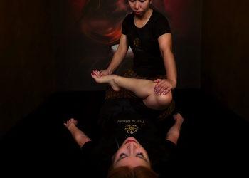 22 Thai&Beauty - 02. tradycyjny masaż tajski na macie / traditional thai massage on a mat