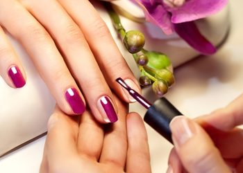Crystal Clinic - manicure z malowaniem i zabieg spa na dłonie