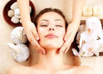 Crystal Clinic - zabieg złuszczający kwasami twarz, szyja i dekolt