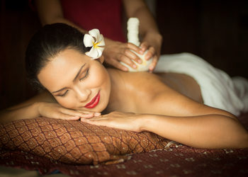 Zdrowy Masaż - masaż tajski- stemplami ziołowymi