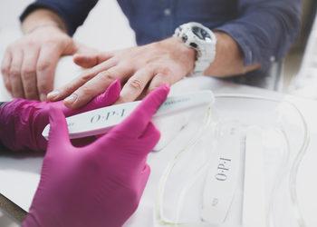 Hand Park - manicure męski z malowaniem odżywką