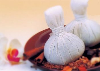 Beauty M Studio Urody - masaż stemplami ziołowymi/ herbal stamps massage