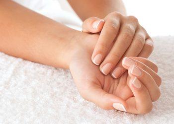 Klinika Urody - manicure klasyczny z masłem shea