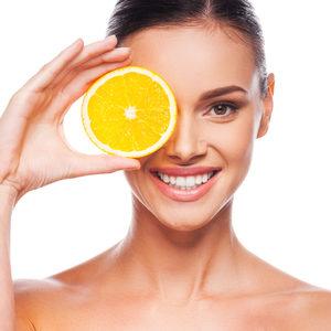 Kosmetologia ESTETI-MED - Rozświetlający zabieg z wit. C na twarz, szyję i dekolt