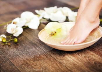 QUISKIN Beauty Clinic - piękne stopy - rytuał pielęgnacyjny ( peeling, maska, masaż)