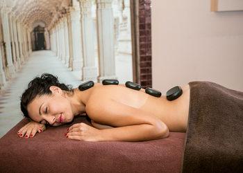 Good Luck Club  - masaż gorącymi kamieniami + sauna
