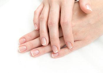 Salon Urody i Modelowania Sylwetki Babski Looksus  - manicure hybrydowy