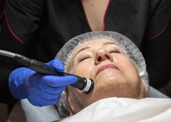 Salon Urody i Modelowania Sylwetki Babski Looksus  - mezoterapia bezigłowa na okolice oczu