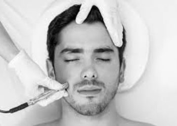 Kosmetikus Gabinet Podologiczno Kosmetyczny  - mikrodermabrazja na twarz z maską algową dla mężczyzn