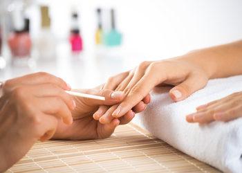 Studio Kosmetyczne URODOMANIA - korekta manicure żelowego (żeli)