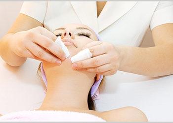 Instytut Urody POR FAVOR - oczyszczanie manualne młodej skóry