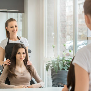 Hair salon consultation831643508