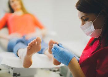 AnnEstetic - podologia założenie klamry metalowej onyclip na wrastający paznokieć