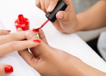 Kosmetikus Gabinet Podologiczno Kosmetyczny  - malowanie lakierem hybrydowym