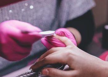 Kosmetikus Gabinet Podologiczno Kosmetyczny  - usunięcie lakieru hybrydowego + manicure hybrydowy (monokolor)