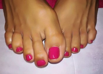 Bo jesteś wyjątkowa - paznokcie hybrydowe na stopach