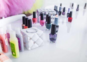Hand Park - uzupełnienie paznokci akrylowych z malowaniem lakierem