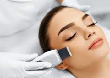 SC Beauty Clinic na Saskiej - peeling kawitacyjny  twarz + szyja + dekolt  + ampułka lub maska kremowa