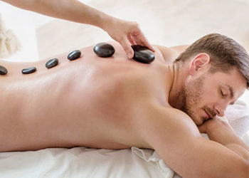 SC Beauty Clinic - masaż pleców gorącymi kamieniami